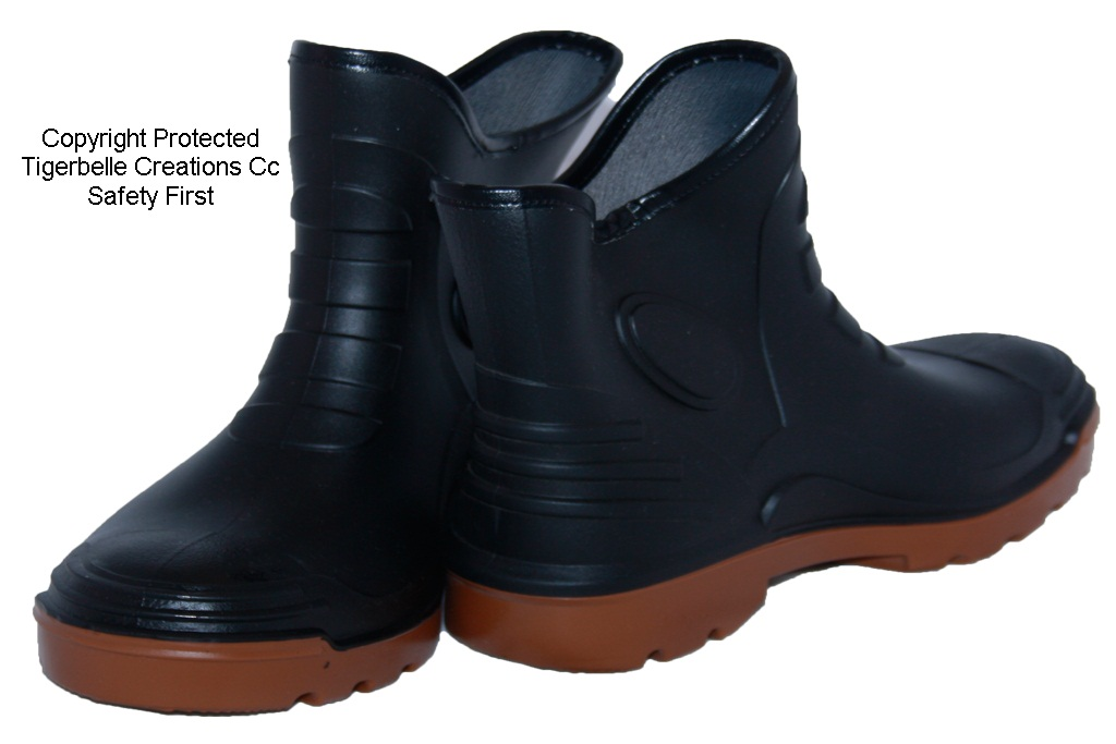 Get New Women's Gumboots at Wellies Online. At Wellies Online, we thoroughly believe that we can turn you into a Wellington boot convert. Our extensive selection of women's gumboots includes footwear that is cute, stylish, colourful and unique.